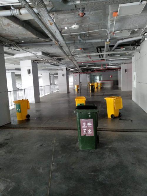 В апреле воду на самарском стадионе собирали в мусорные контейнеры