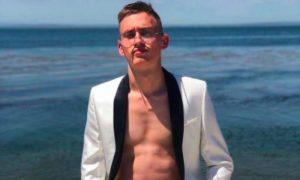 Скандально известный блогер продал собственную кожу под рекламу