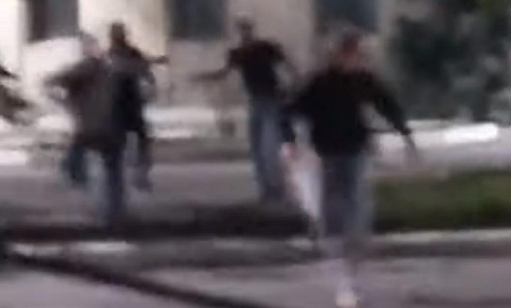 Восемь на одного: в Таганроге на видео сняли жестокое избиение подростка на проезжей части