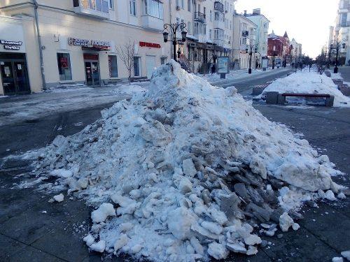 В этом году коммунальные службы не убирали снег даже с центральной улицы Самары - пешеходной Ленинградской