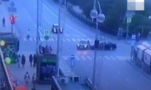 Людей разбросало как кегли: жуткое ДТП в Екатеринбурге попало на видео