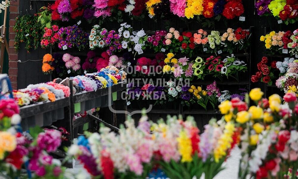 Ритуальные услуги и венки из живых цветов на похороны в Москве