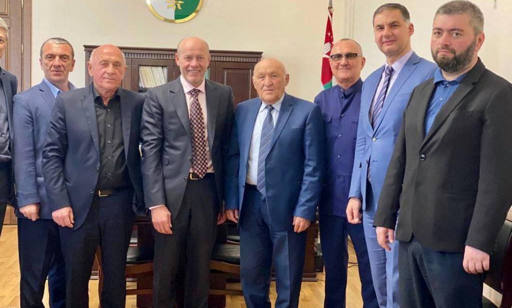 Депутат Госдумы Олег Колесников провёл консультации по вопросам антикоррупционного законодательства в Абхазии