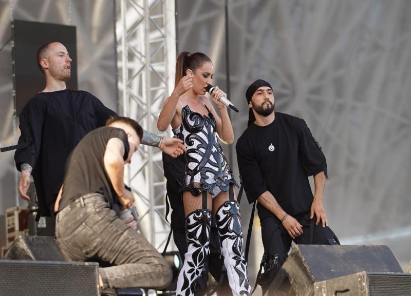 Заплетается язык и брань со сцены: Ольга Бузова отличилась на фестивале в Волгограде