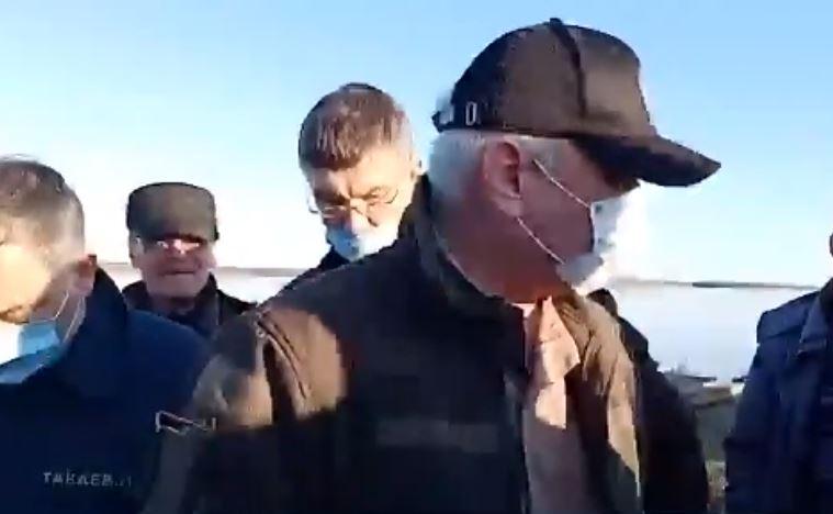 «Для вас я — Путин»: Глава республики Коми «успокоил» возмущенных разливом нефти граждан