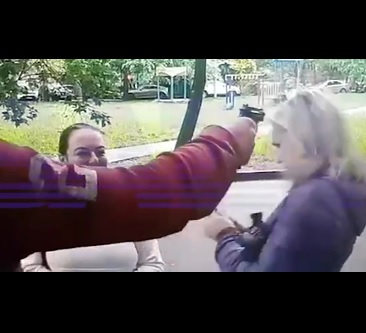 Москвич в шутку выстрелил в голову знакомой, но забыл, что пистолет заряжен