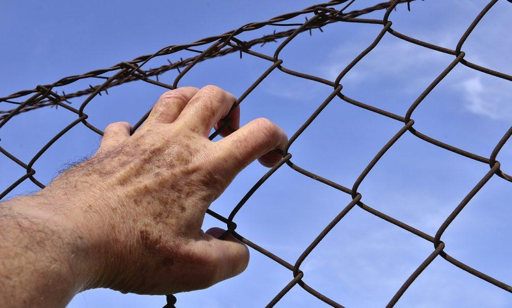 В тюрьму – на заработки: зарплатам российских зэков могут позавидовать даже топ-менеджеры