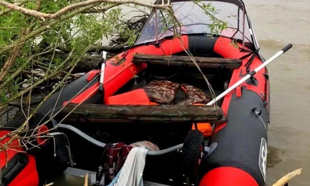 В озере Ханка найдена лодка с замерзшим до полусмерти малышом. Его родители исчезли