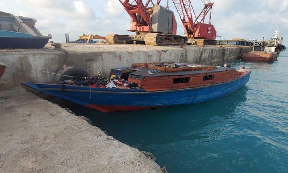 На Карибах нашли лодку-призрак с 20 мертвецами, которых убило неизвестно что
