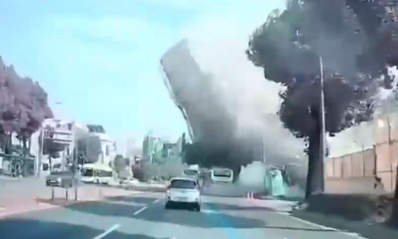 Пятиэтажный дом плашмя упал на автобус с людьми в Южной Корее