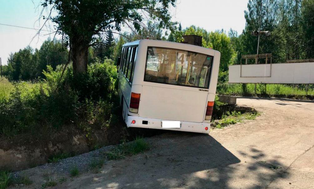 Тормоза отказали? Автобус насмерть задавил шесть человек на Урале