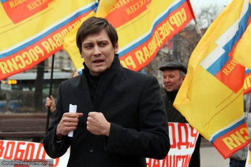 Подозреваемый в экономических преступлениях экс-депутат Госдумы Дмитрий Гудков скрылся из России