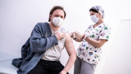 Узнали, действительно ли вакцины от коронавируса вызывают бесплодие, или другие заболевания