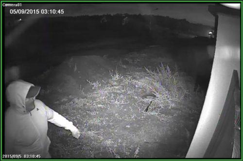 Фото сделано с камеры видеонаблюдения. Попытка поджога загородного дома Вячеслава Симоненко.