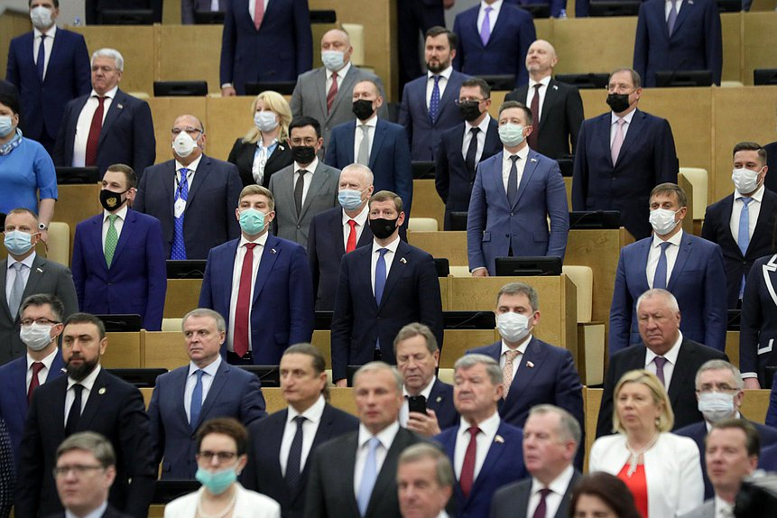 Россияне в целом удовлетворены работой Госдумы, но хотели бы омоложения парламента