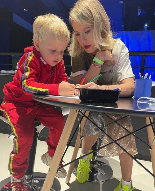«Мне эти дети, как собаке пятая нога»: Ксения Собчак об отношении к материнству