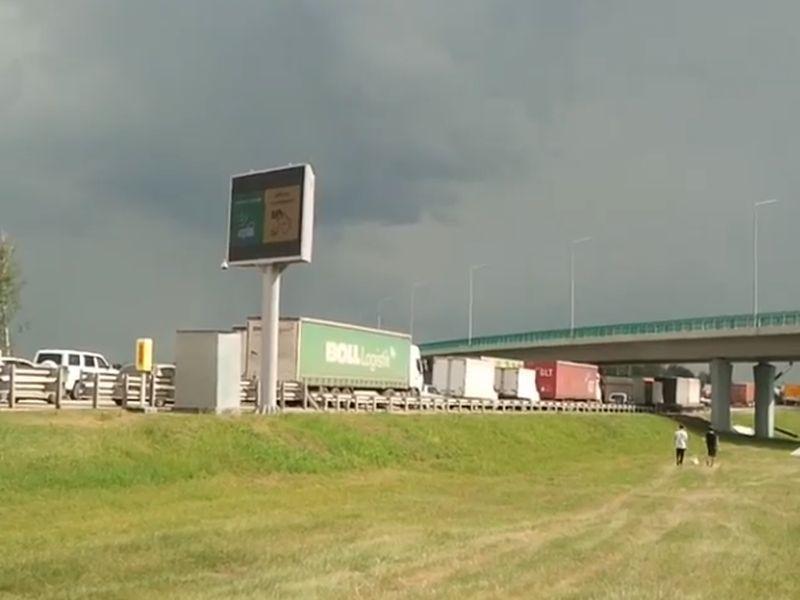 Пробка в несколько километров образовалась на федеральной трассе М4 «Дон» из-за терминала оплаты