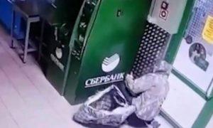 Уральские «медвежатники» взорвали единственный в селе банкомат и скрылись с миллионом