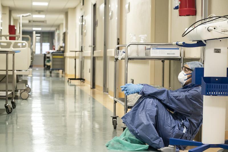 Врач подсчитал шансы непривитых избежать гибели от коронавируса
