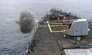 Хватило четырех минут: российский корабль «пальнул» по наглому британскому эсминцу возле Крыма, вынудив того убраться