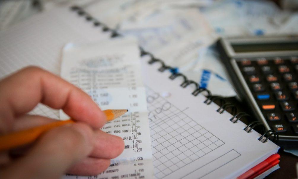 «Это ударит по среднему классу»: россиян со скромными доходами могут обложить дополнительными налогами