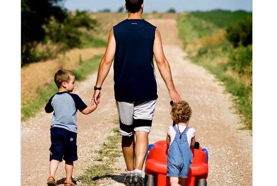 Минтруд предложил выдавать материнский капитал отцам-одиночкам