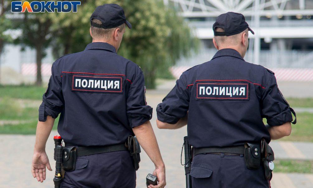 Полицейские обокрали упавшего на улице старика, пока ждали скорую