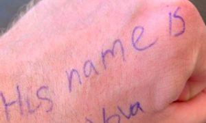 «His name is Vоva»: журналисты посмеялись над шпаргалками президента США