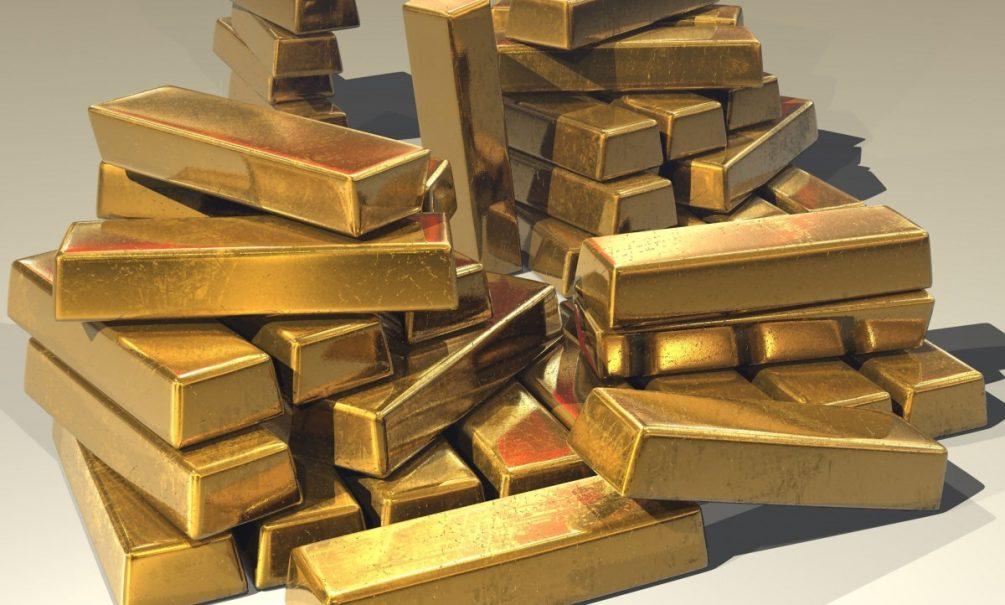 Россия избавляется  от долларов и закупаетcя золотом