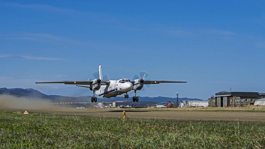 На Камчатке пропал Ан-26 с 22 пассажирами, включая чиновников. Его ищут в море