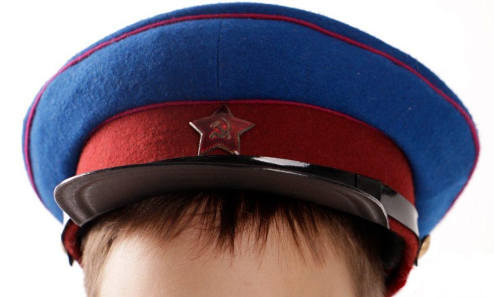Ученики школы в Сургуте будут носить фуражки НКВД, сшитые по госзаказу