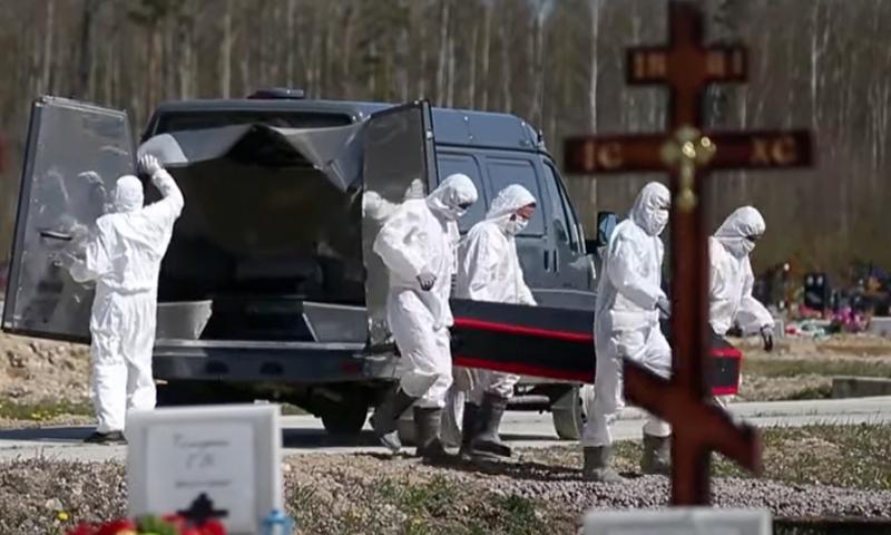 «Хороним киселёк»: жара и ковид убивают десятки москвичей в час, а в моргах закончились холодильники