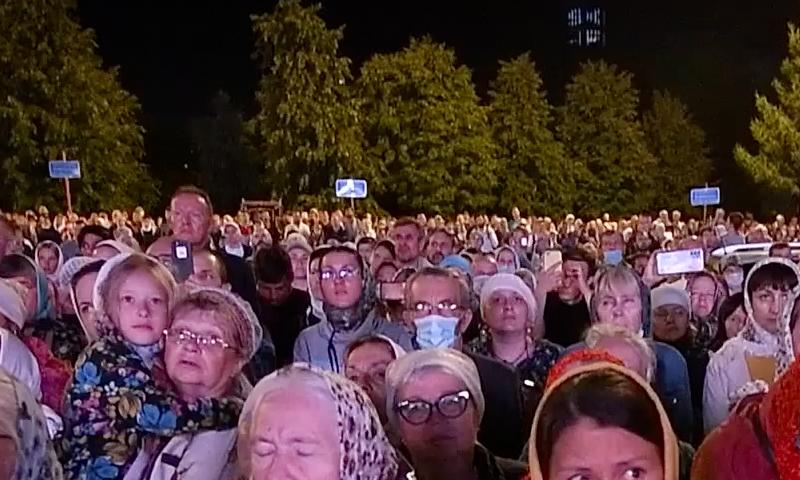 На запрещенный крестный ход в Екатеринбурге пришли тысячи людей
