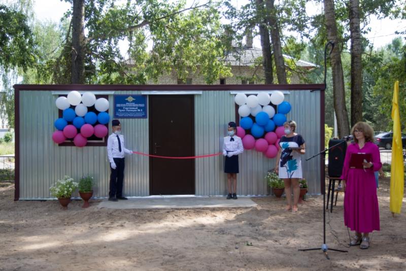 Отдел полиции в грузовом контейнере торжественно открыли в Вологодской области. Его освятил священник