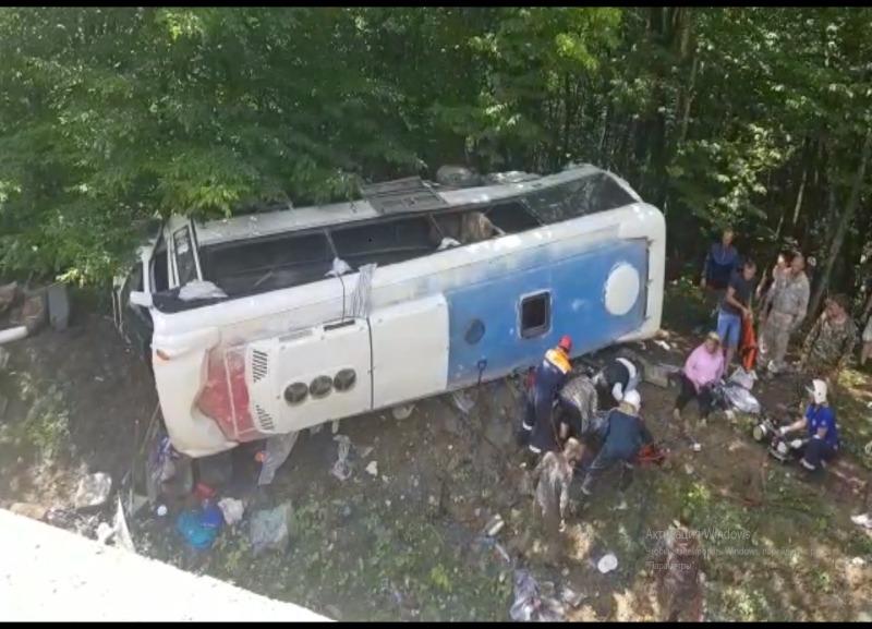 На Кубани автобус вылетел в кювет: 2 человека погибли, 20 ранены