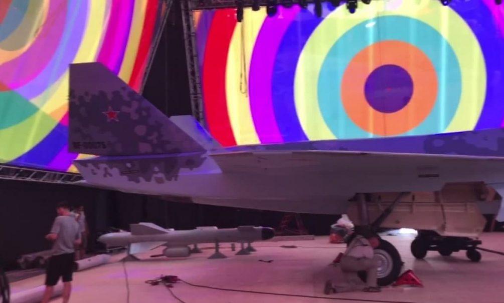 """В СМИ попали фото нового истребителя """"Сухого"""" раньше, чем он был представлен на МАКС-2021"""