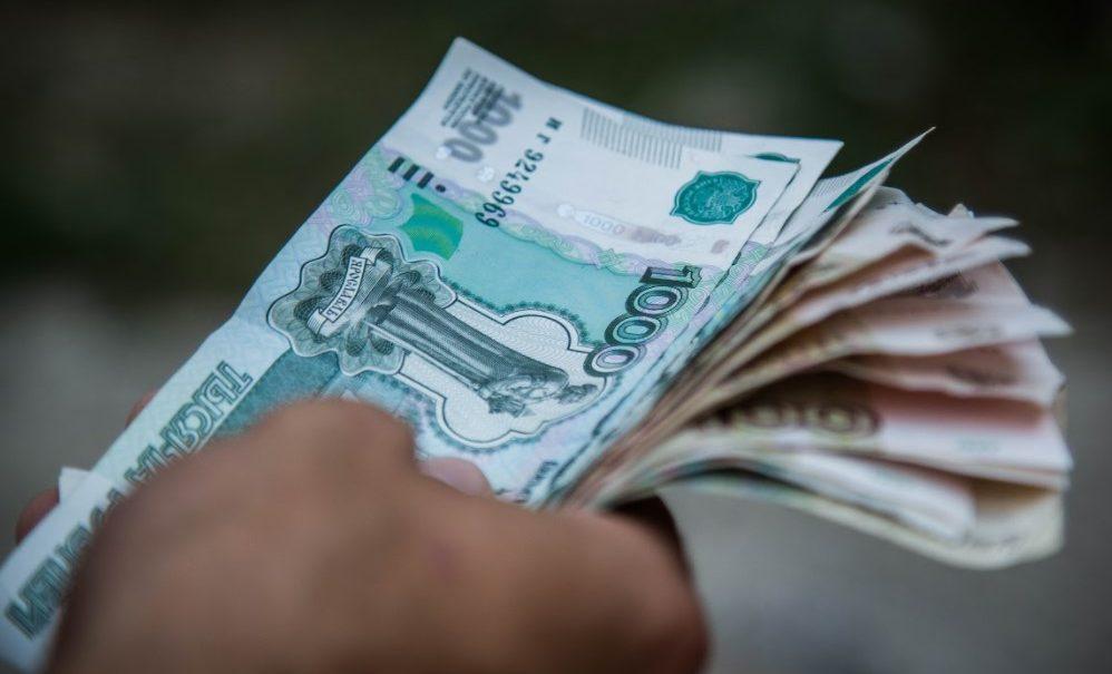 Чиновники назвали дату, когда родителям начислят «путинские» 10 тысяч рублей