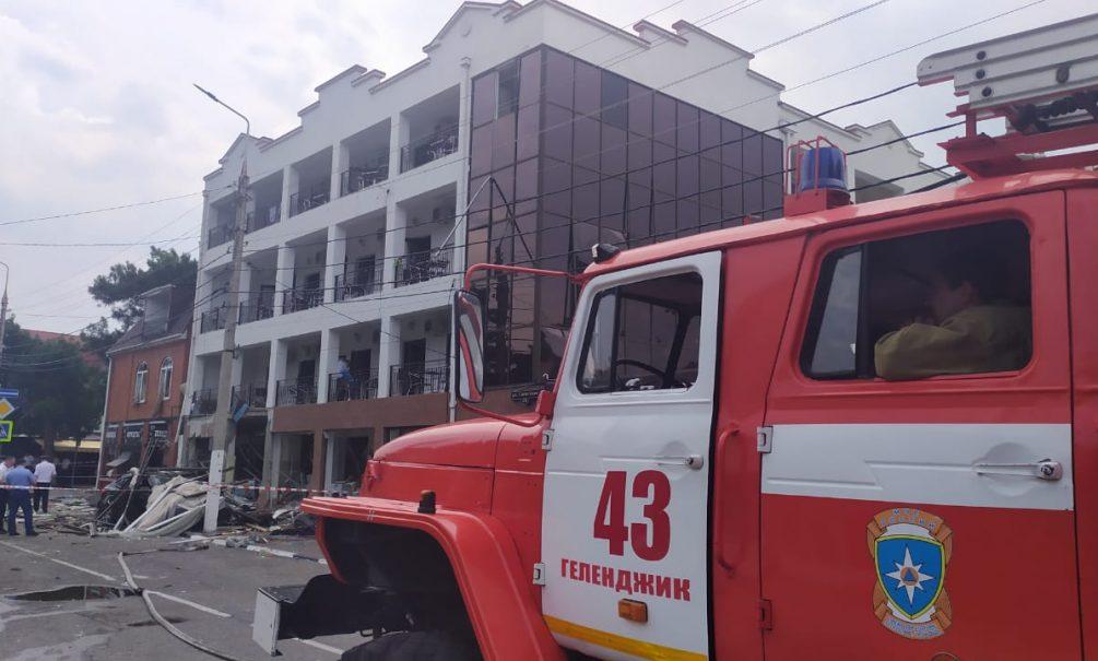 Опубликованы видео и фото с места взрыва отеля в Геленджике