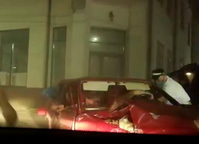 Полицейский в Ростовской области после погони набросился с кулаками на нарушителя