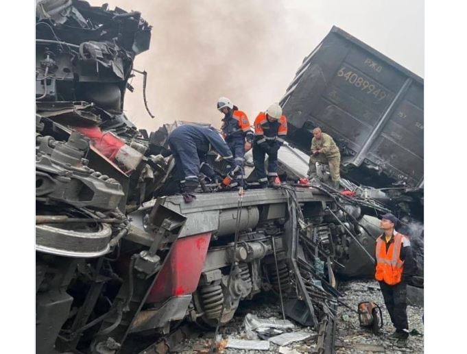 Лобовое столкновение грузовых поездов в Приамурье унесло жизни троих человек
