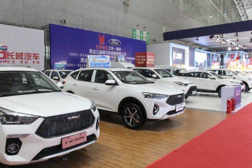 Россияне спешно раскупают машины на вторичном рынке
