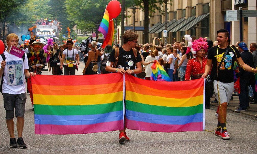 С геями сравнил антипрививочников доктор Мясников