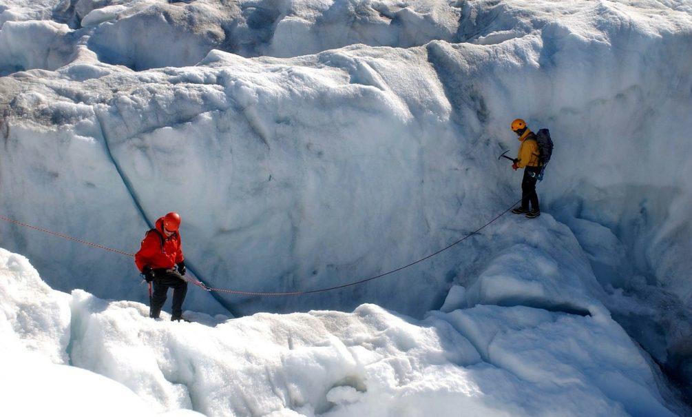 Ученые нашли во льдах Тибета неизвестные науке вирусы. Они могли прилететь к нам с Луны или Марса