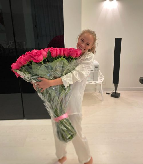 «Харламов - романтик!»: Катерина Ковальчук показала, как за ней ухаживает избранник