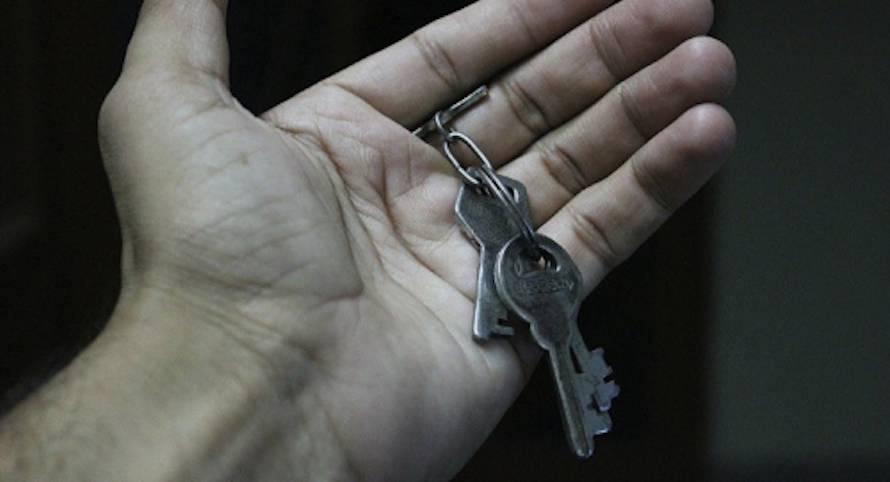 Опасный прецедент: в России впервые забрали единственное жилье у задолжавшего по кредитам