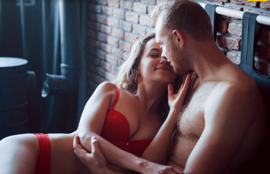 Секс второго плана: специалист рассказал о влиянии коронавируса на интимную жизнь россиян