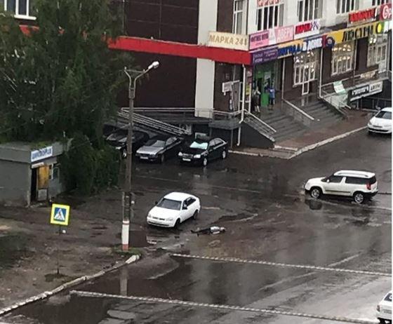 В Саранске скорая оставила труп лежать в луже в центре города