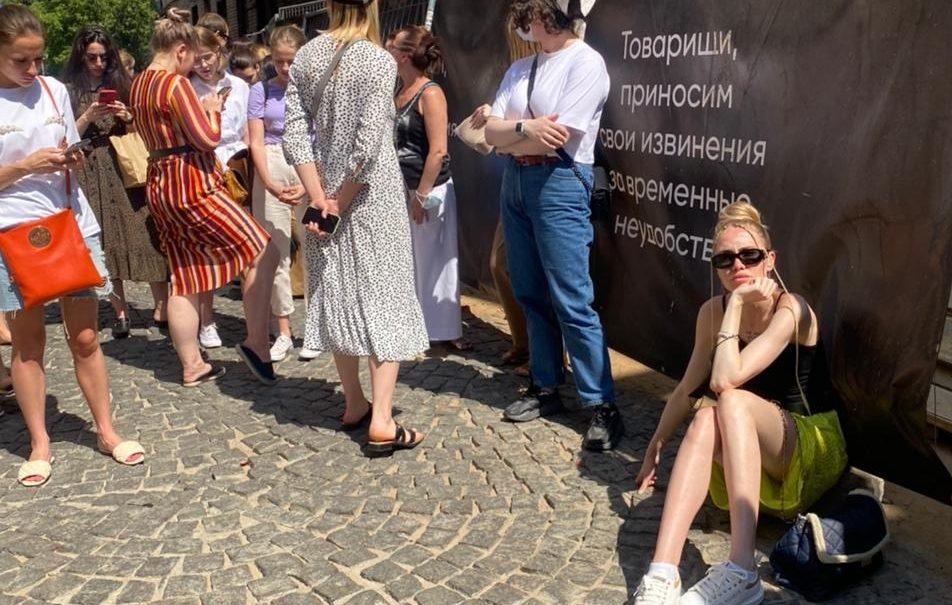 Секс в большом городе: модницы Москвы стоят в очереди за туфлями