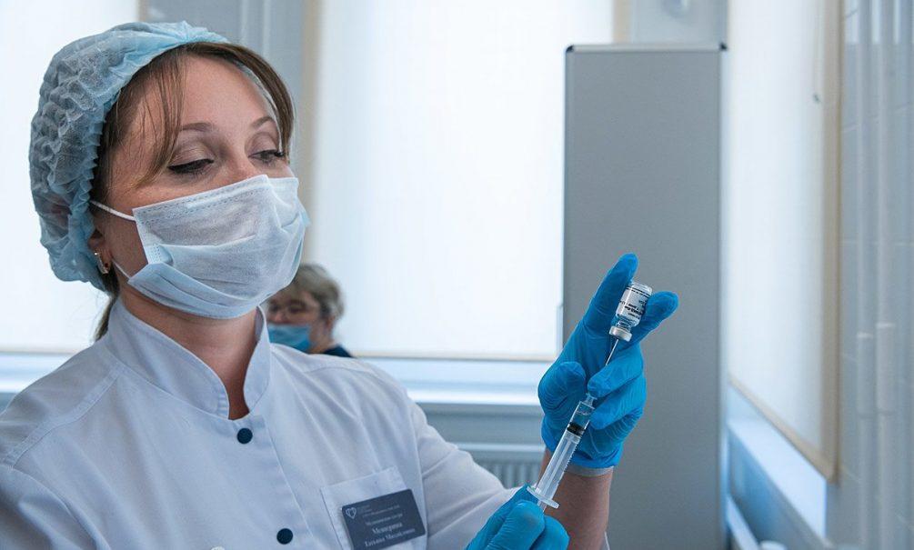 Россияне ждут импортных вакцин от ковида