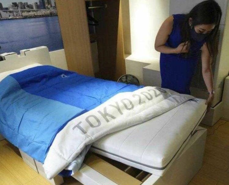 Для олимпийцев в Японии поставят кровати «антисекс»